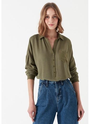 Mavi Cep Detaylı Yeşil Bluz Yeşil